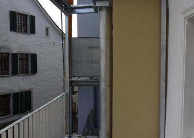 Passgenau wurde der Balkon vorfabriziert und heute eingebaut.