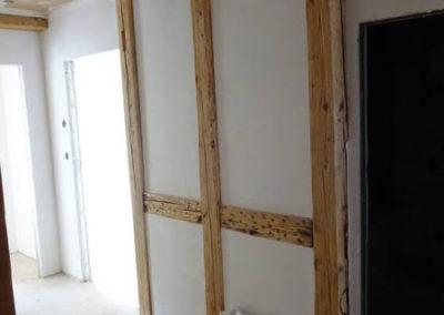 Die Holzausfachungen werden sauber abgeglättet.