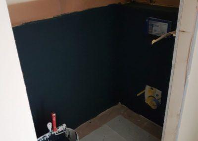 Malerarbeiten in der Toilette