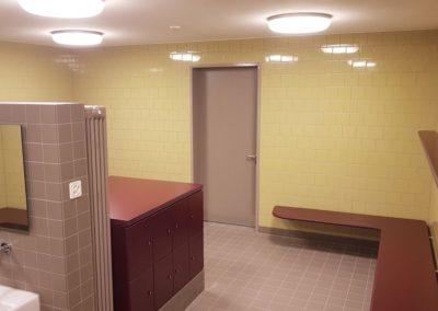 Eine Turnhalle braucht auch eine Garderobe mit Duschen.