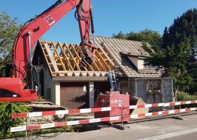 Abbruch: Beim Dach begonnen ...