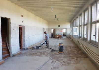 Vorbereitungsarbeiten für den Linoleumbodenbelag
